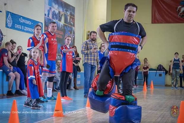Спортивный праздник с семьями провели пожарные и спасатели столицы