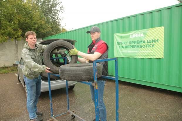 В пункт приёма старых колес в Походном проезде сдали около тысячи шин на переработку