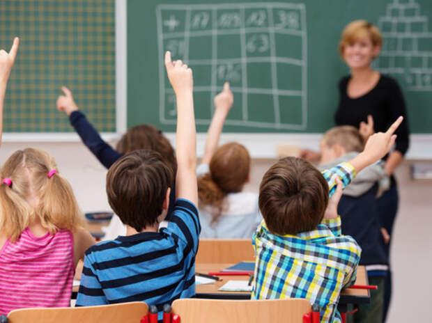 Эксперт объяснил, почему при пандемии детям безопаснее находиться в школе