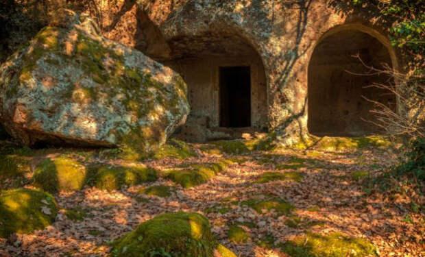 Геологи сканировали поле и случайно нашли под землей город, из которого люди ушли 1300 лет назад