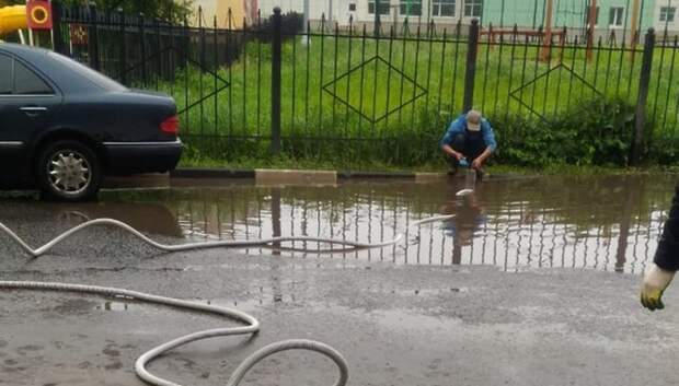 Ливневки начали чистить в Подольске для предотвращения подтоплений