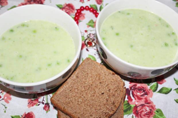 Фото к рецепту: Зеленый суп-пюре  скоро весна!