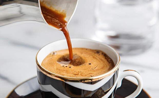 Делаем крепкий кофе с пенкой в турке: получается лучше, чем в кофемашине