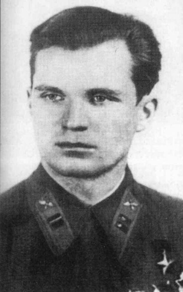 Майор Евгений Степанов после вручения ему медали Золотая Звезда, 1939 год