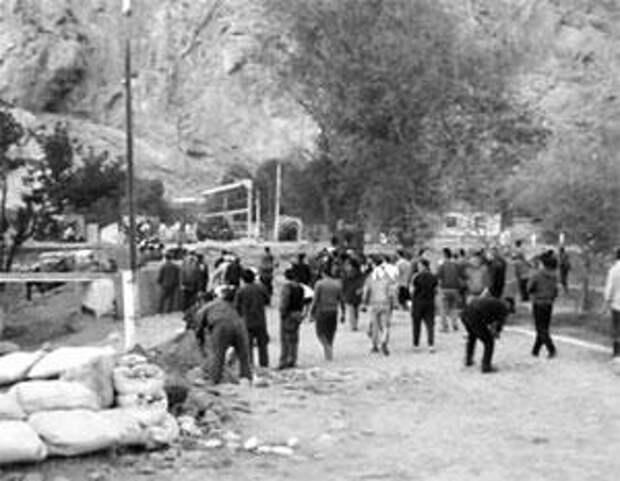 Киргизы и таджики устроили войну за воду