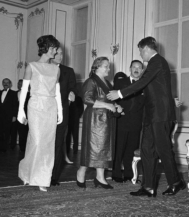 Жаклин Кеннеди, Нина Кухарчук (Хрущева) и Джон Кеннеди. 1961 год, США история, мгновения жизни, фотография
