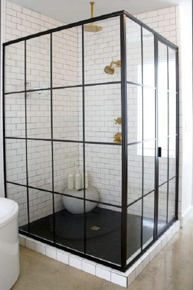 Отличный интерьер душевой кабинки, что станет просто хорошим решением для декора такого плана комнаты.