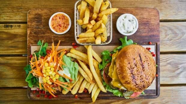 Диетологи предупредили об опасности некоторых продуктов при повышенном холестерине