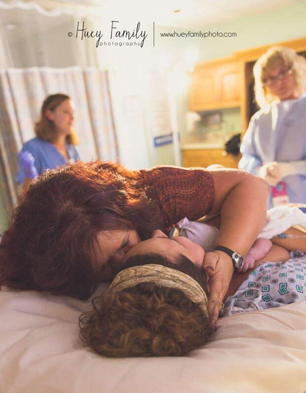 Как мамы своим дочерям рожать помогают