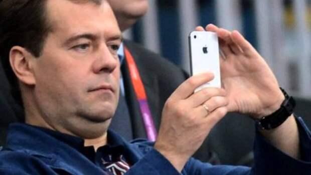Россияне в соцсетях ищут Дмитрия Медведева