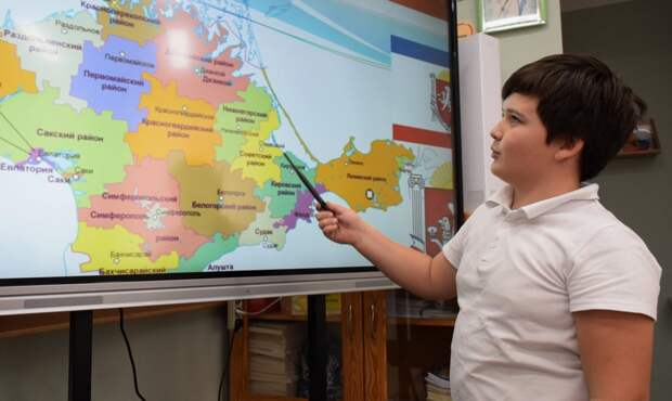 Школы Ялты получат интерактивные доски и ноутбуки