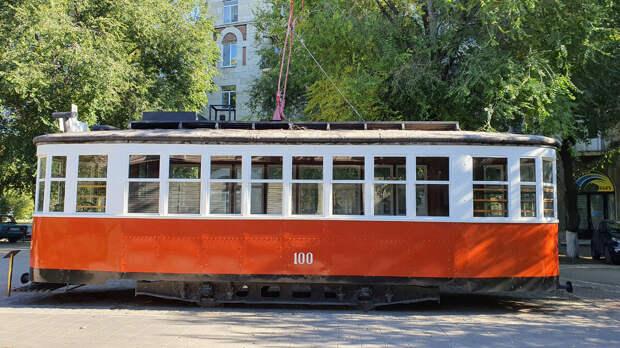 Памятник трамвайному вагону серии «Х» в Волгограде