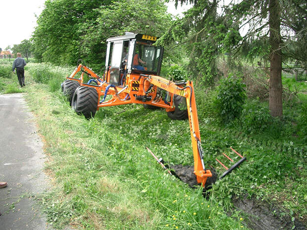 Спецтеника для чистки канав и каналов