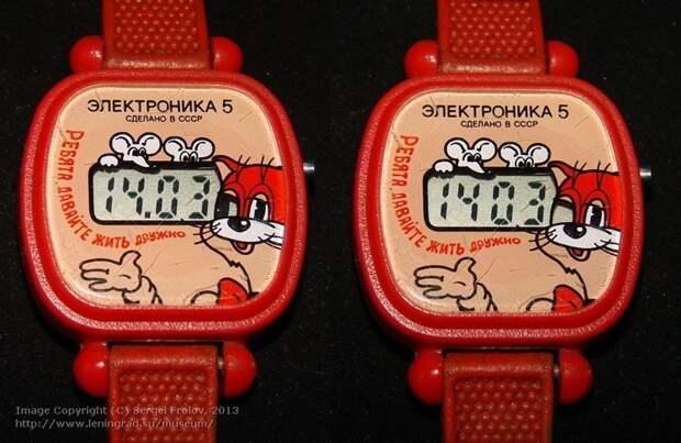 """Детская серия часов """"Электроника 5"""". Глаз кота мигал в такт секундам. Нервный Леопольд, в общем СССР, гаджет, история, стиралка, техника, факты"""