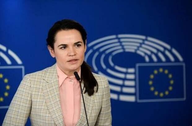 Лидер белорусской оппозиции Светлана Тихановская выступает на пресс-конференции в Брюсселе, Бельгия, 21 сентября 2020 года. REUTERS/Johanna Geron/Pool