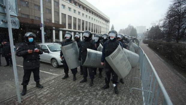 35 человек задержали на несанкционированном митинге в Барнауле