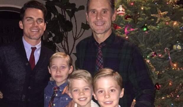 Бомер с сыновьями и мужем