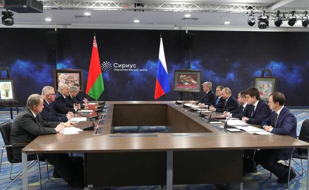 Лукашенко договорился с Путиным о референдуме или ни о чем?