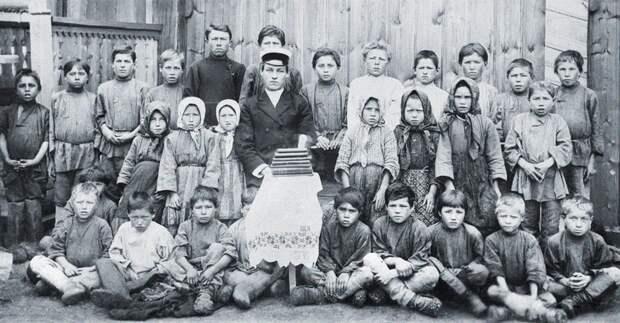 Чувашская сельская школа нач 20 в.png