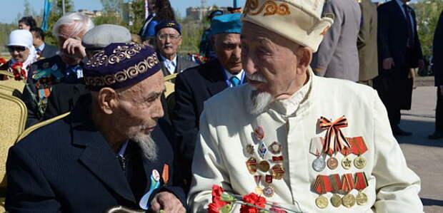 В Казахстане ветеранам вручили значительные денежные суммы