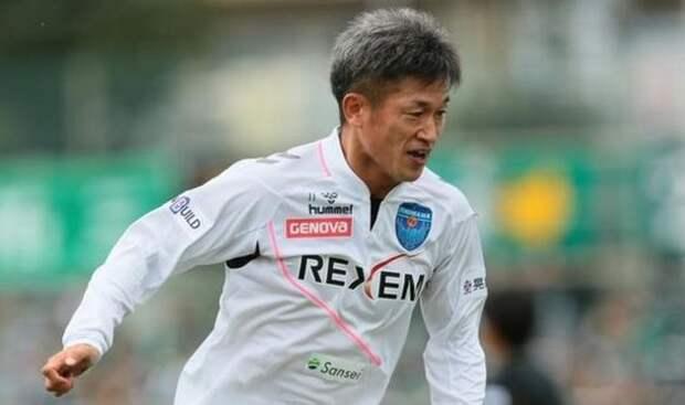 В России шутят над возрастом Жиркова, а в Японии футболист сыграл в 53