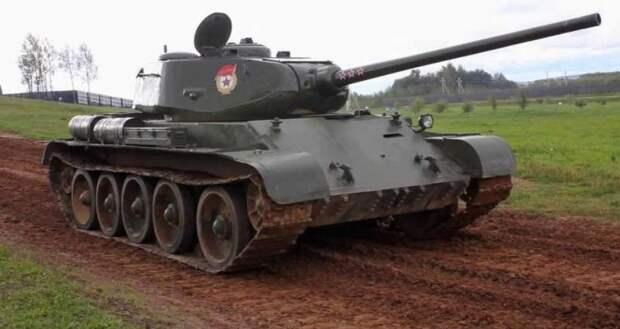 Т-44 на фоне «тридцатьчетверки»: оценка фронтовика – танкоиспытателя