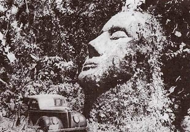 каменная голова в Гватемале