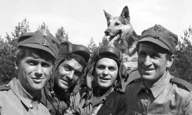 """Силачу Гуслику из сериала """"Четыре танкиста и собака"""" уже 92 года, как он выглядит и живет сейчас"""