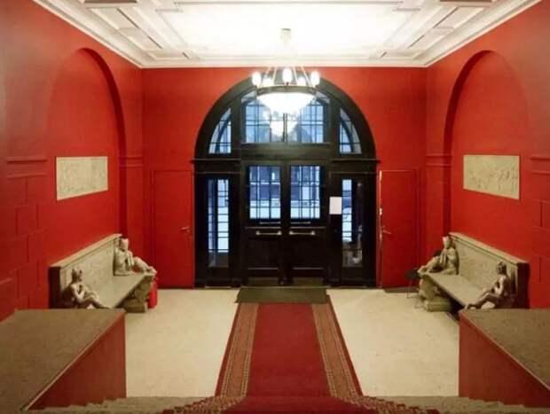 Как выглядит квартира Сергея Шнурова в старинном доме в Санкт-Петербурге