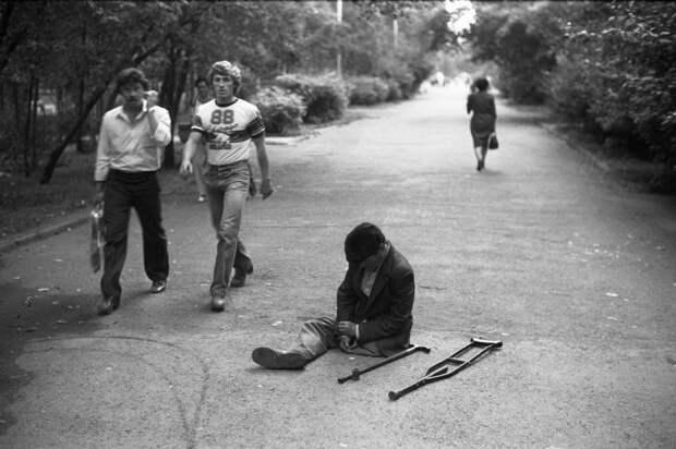 Запрещённые фото серой советской жизни.