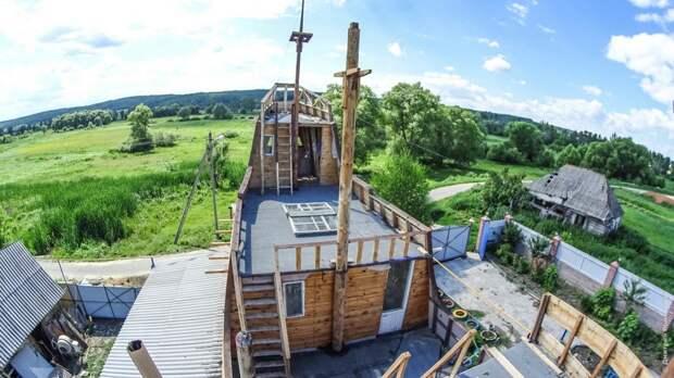 Модель галеона на дачном участке