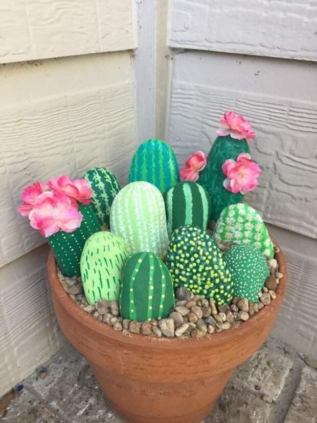 Камни в виде камней создают свою отдельную красивую композицию, и их не нужно поливать. /Фото: i.pinimg.com