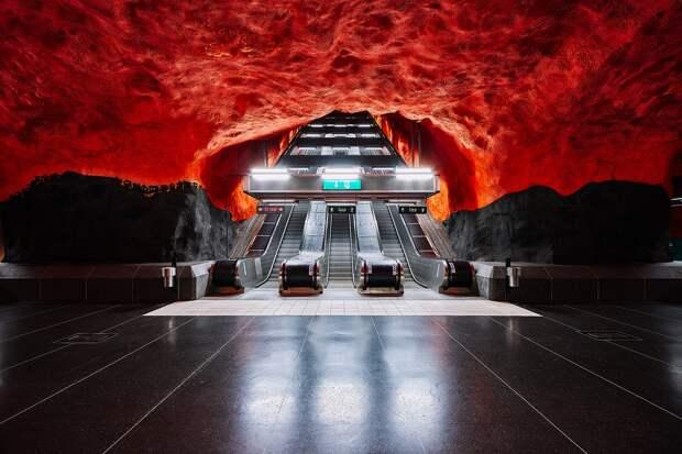 Мир стокгольмского метро на снимках Давида Альтрата