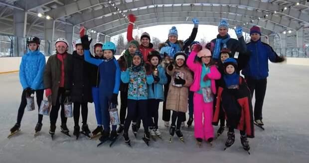 Видео: в Лианозове катаются будущие чемпионы по конькобежному спорту