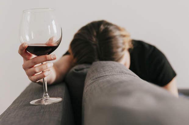 Женщины в России страдают латентным алкоголизмом