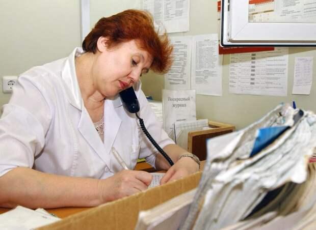 В госмедицине прибавили зарплаты – но лучшие врачи бегут из нее. Почему?
