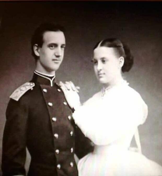 Новобрачные - король Греции Георг I и королева Греции, великая княжна Ольга Романова