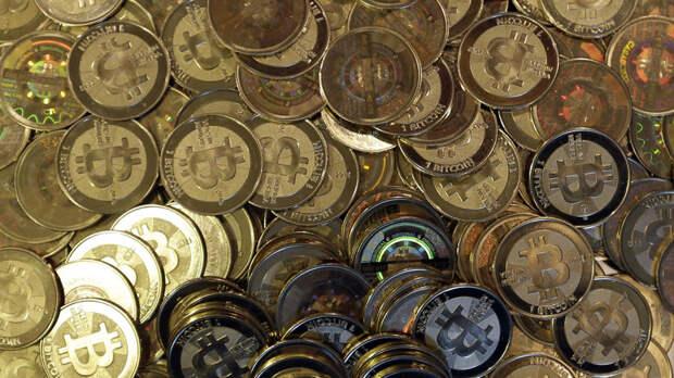 Стоимость биткоина превысила $62 тысячи