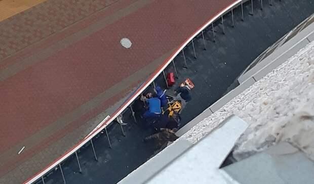 Мужчина разбил окно ивыпрыгнул сседьмого этажа вНово-Патрушево вТюмени