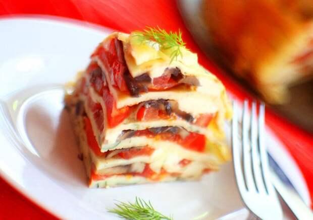 Блинный торт с помидорами