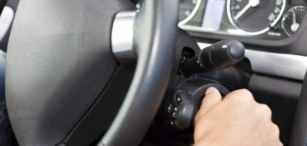 При длительных остановках лучше выключать мотор. | Фото: avtober.ru.