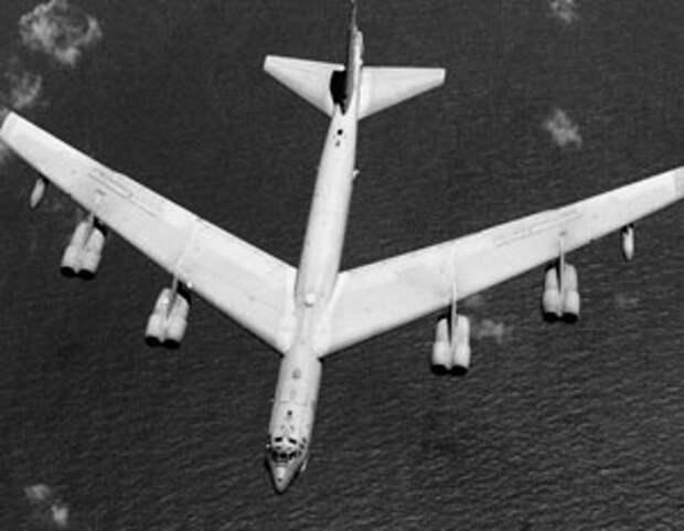 Ядерный бомбардировщик ВВС США отработал условную атаку на базу Балтфлота