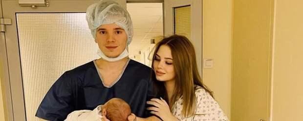 Полуторамесячную внучку певицы Валерии отвезли в клинику