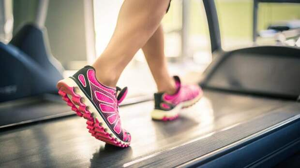 При выборе кроссовок следует учитывать тот вид спорта, которым вы планируете заниматься / Фото: manikyres.ru