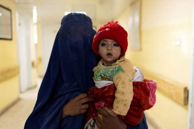 Китай призвал талибов защищать права женщин и детей