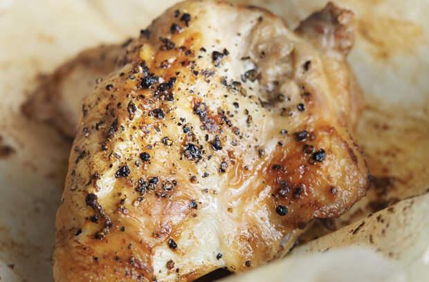 Готовим курицу сохраняя весь сок внутри: накрываем бумагой