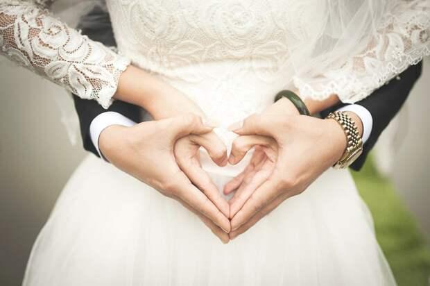 Россияне стали реже вступать в браки