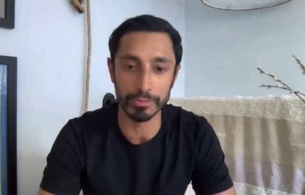 Актер Риз Ахмед рассказал фанатам, как сделал предложение возлюбленной