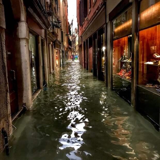 Венеция терпит бедствие: под водой находится до 75% территории муниципалитета (ФОТО, ВИДЕО)