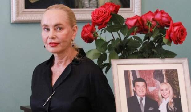 Вдова Кобзона призналась, что супруг помогает ей с небес
